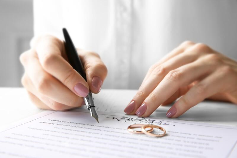 Puis Je Signer Un Mandat De Vente Pour Le Compte De Mon Conjoint Reglementation Laforet Immobilier